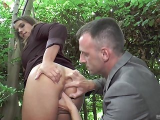 Hardcore outdoors vaginal and anal sex with stunning Sexy Suzy