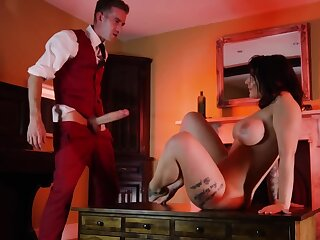 Hotel guest spreads legs for a lucky servant with a huge penis