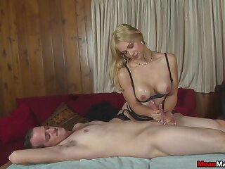 Uncalculated guy gets his dick pleasured by crotchety a peaches slut