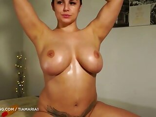 Succulent MILF Oiled Her Big Breast With an increment of Pigeon-holing Her Barren Pussy