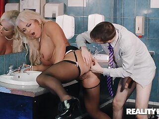 Blonde MILF Rebecca Jane Smyth seduced her coworker be worthwhile for a quickie