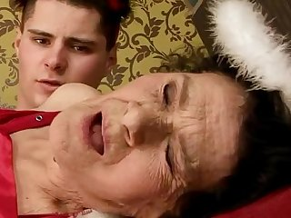 Amateur mature granny drilled hard