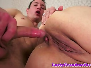 Saggytit mature cumplays after analsex