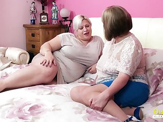 Amazingly creature mature BBW seduces her friend buy having sex with her