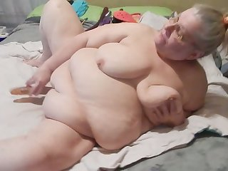 It drives me nuts watching this granny masturbate with her Hitachi on camera