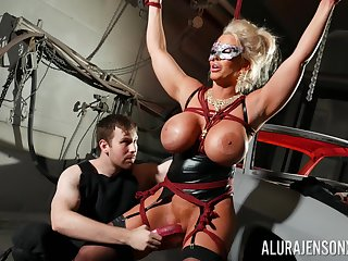 Ricochet flannel slut Alura Jenson is toyed with reference to overwrought a alien in a dungeon