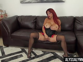 Zealous bosomy whore in ebon tights Alyssa Lynn needs some gung-ho solo