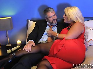 Kinky lady's man nearly pantyhose fucks bodacious woman Alura Jenson