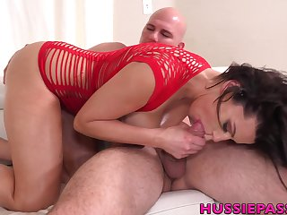 Hypnotizing woman Becky Bandini gives her head with an increment of gets fucked hard