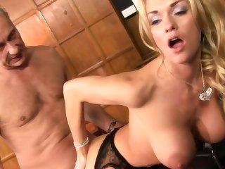 Well-endowed MILF hardcore hot porn glaze